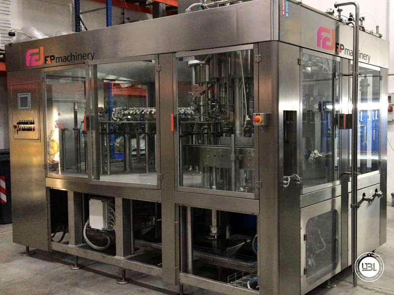 Tribloc de Remplissage à chaud d'occasion F&P Machinery Unica HF verre-PET 24.8.24.6 - 25