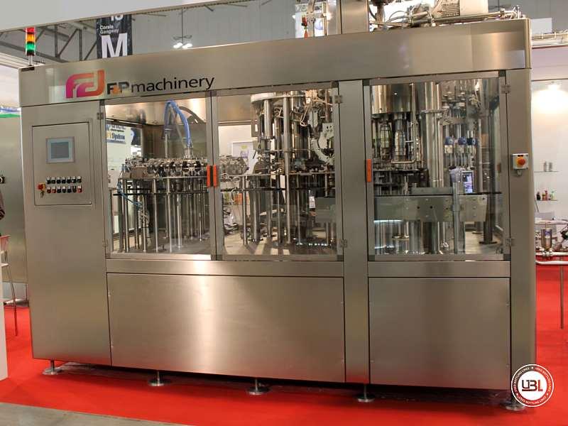 Tribloc de Remplissage à chaud d'occasion F&P Machinery Unica HF verre-PET 24.8.24.6 - 0