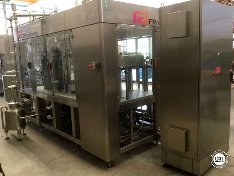 Tribloc de Remplissage à chaud d'occasion F&P Machinery Unica HF verre-PET 24.8.24.6 - 1