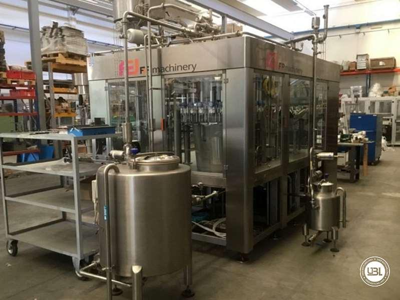 Tribloc de Remplissage à chaud d'occasion F&P Machinery Unica HF verre-PET 24.8.24.6 - 2